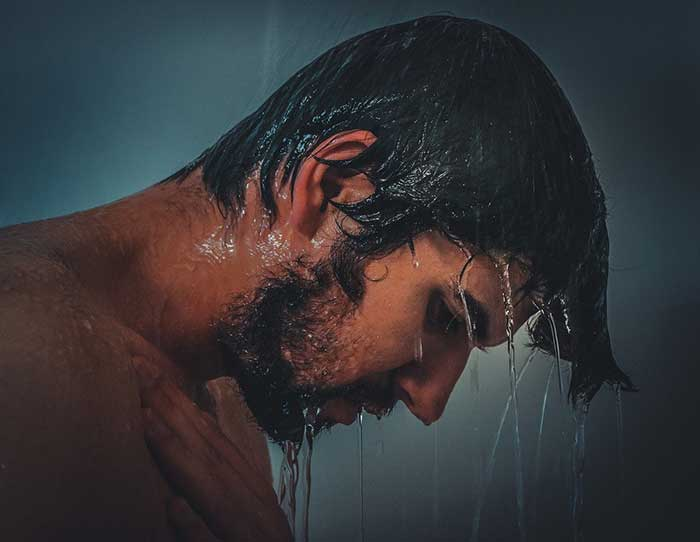Hot Showers to lose belly fat