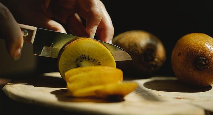 Kiwi cutting